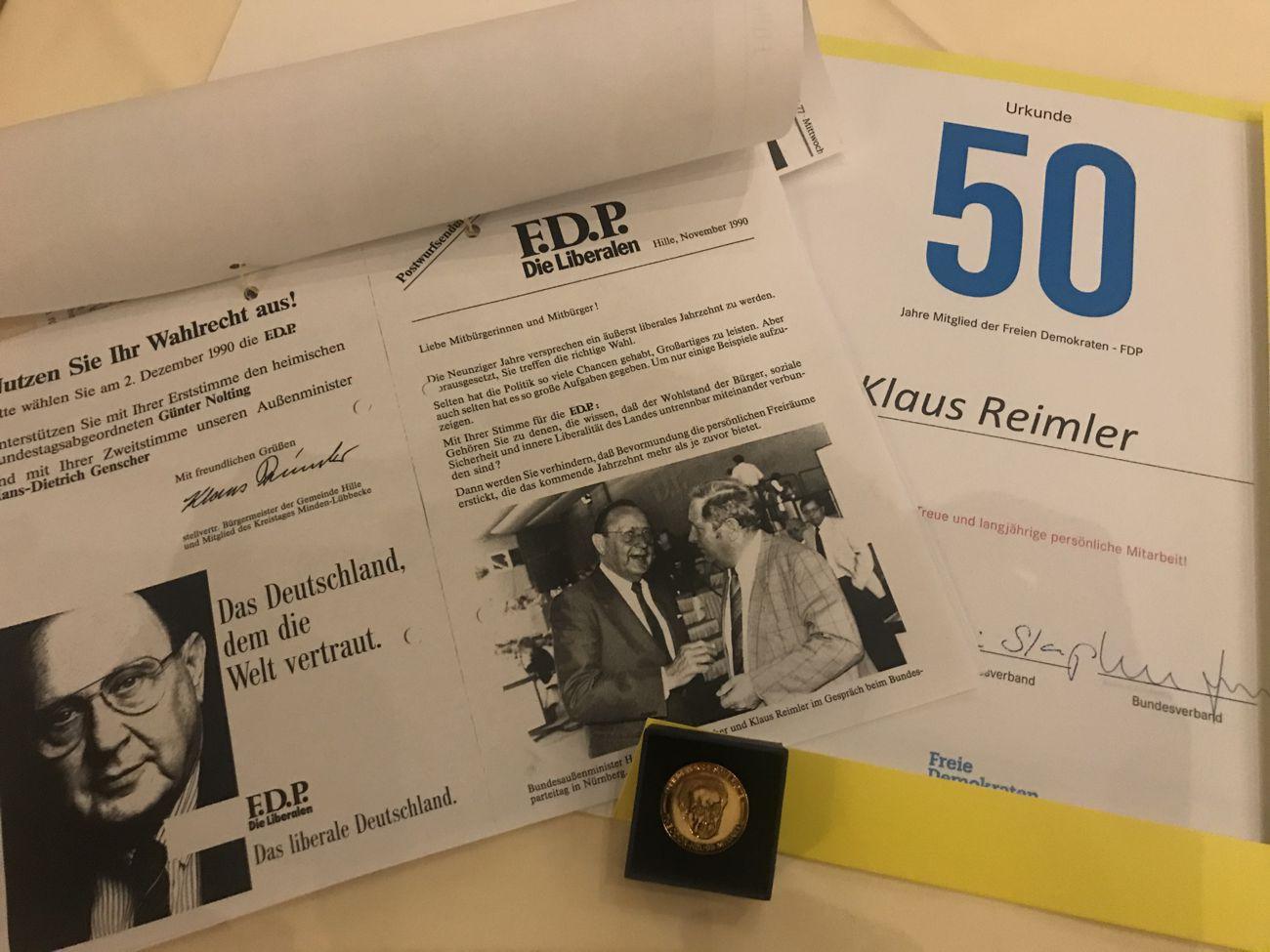 Urkunde + Medaille in Gold + Flyer